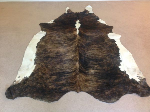 124_Auburn-with-White-Sides-Cowhide-Rug